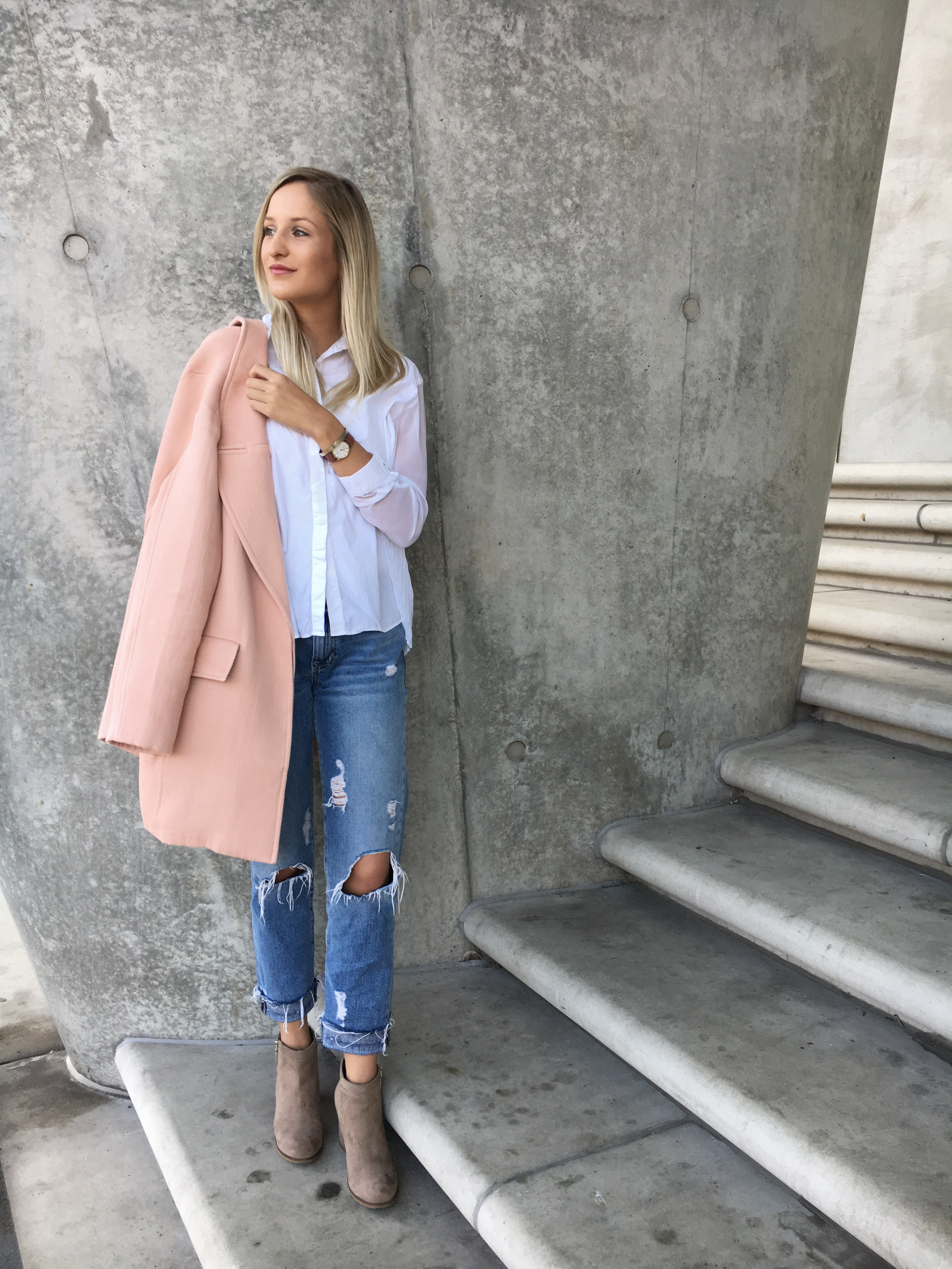 louisatheresa outfit mantel rosa destroyed jeans